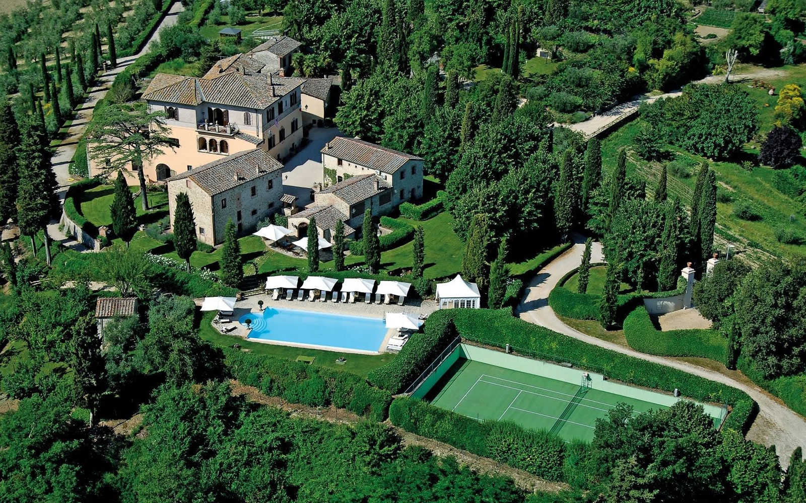 luxury villa for vacation in tuscany